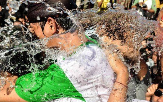 Праздник поцелуев Omed-omedan на Бали