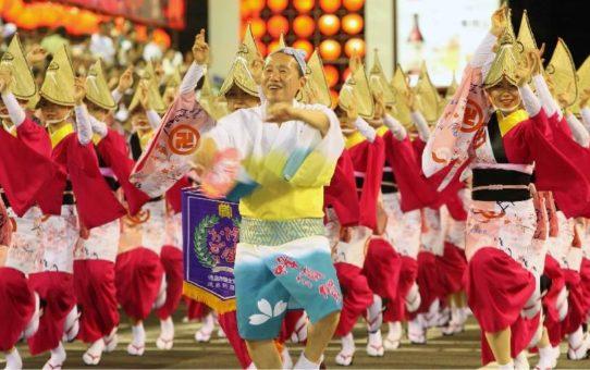 Фестиваль японских танцев «Ава-одори» в Токусиме
