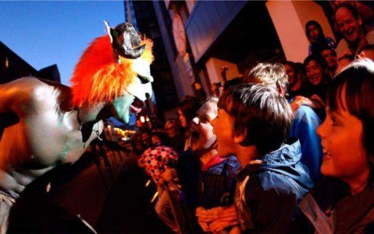 Хэллоуинский парад «Макнас» в Голуэе