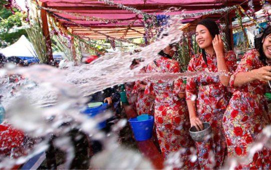Новогодний водяной фестиваль «Тинджан» в Мьянме