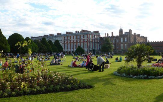 Дворец фестиваль Hampton Court в Лондоне
