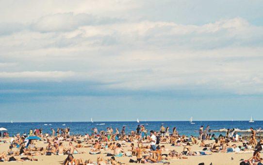 Пляжный сезон в Барселоне, Испания