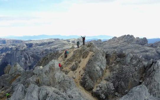 Восхождение на Пунчак Джая (пирамида Карстенс)