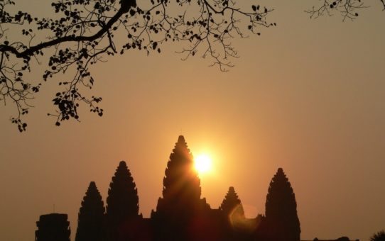 Восход и заход солнца в Ангкор Ват