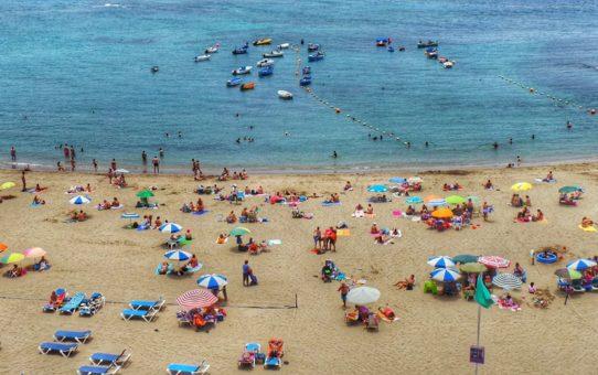 Пляжный сезон на Канарских островах, Испания