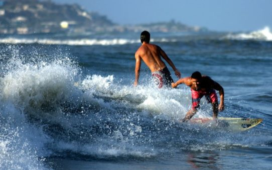 Серфинг на побережье Карибского моря