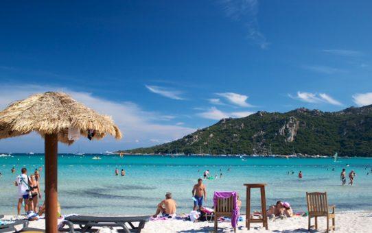 Пляжный сезон на Корсике, Франция