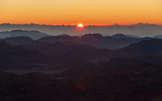 Восход и заход солнца на горе Синай