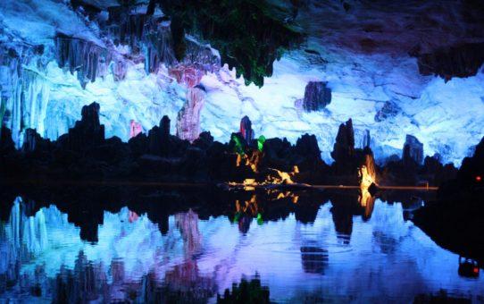 Пещера тростниковой флейты в Китае
