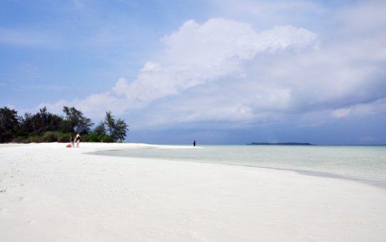 Пляжный сезон в Индонезии