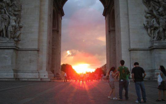 Закат в Триумфальной арке в Париже