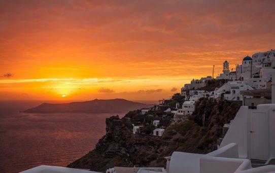 Захватывающие закаты на острове Санторини, Греция