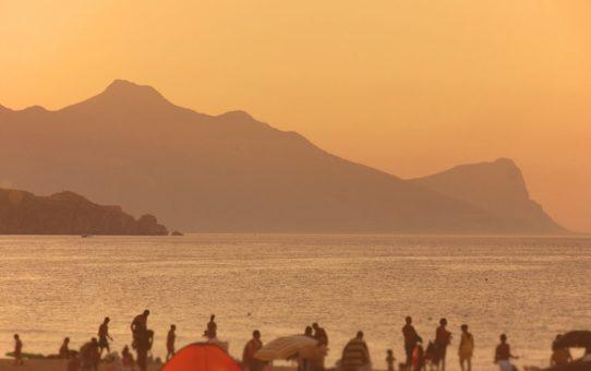 Пляжный сезон на Сицилии, Италия