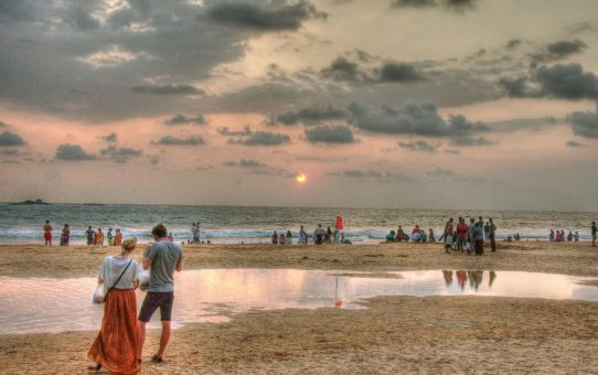 Пляжный сезон на Восточном побережье в Шри Ланка