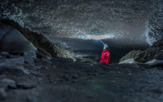 Ледяная пещера в Шпицбергене, Норвегия