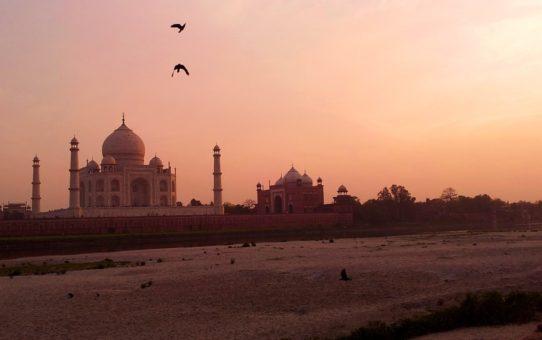 Восход и заход солнца возле Тадж-Махал