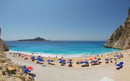 Сезон на побережьях Эгейского и Средиземного морей в Турции