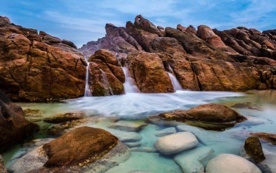 Уединенный пляж Injidup Natural Spa в Австралии